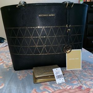 Like New AUTHENTIC MK ser Tote/Wallet